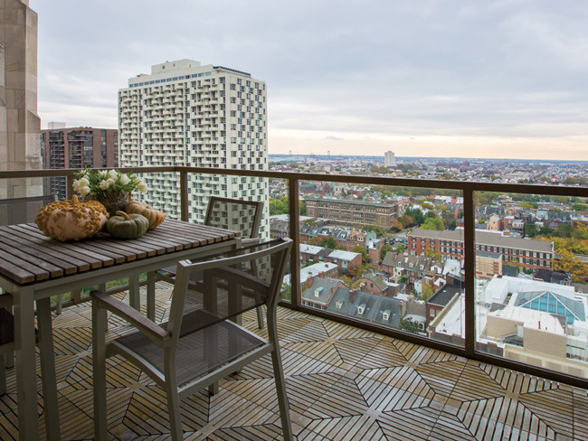 4 - Chase & Jen Utley's 3-Level Penthouse Hits…